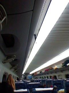 今新幹線乗車中です